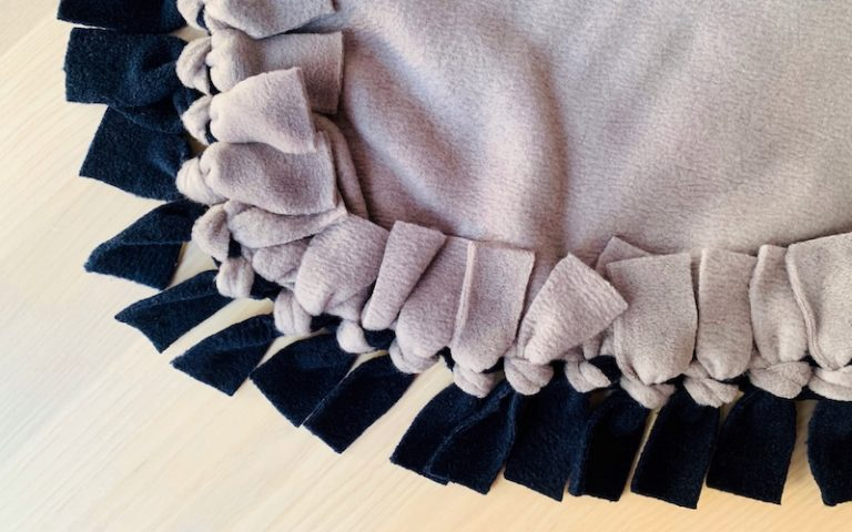 How to Make a No-Sew Fleece Blanket