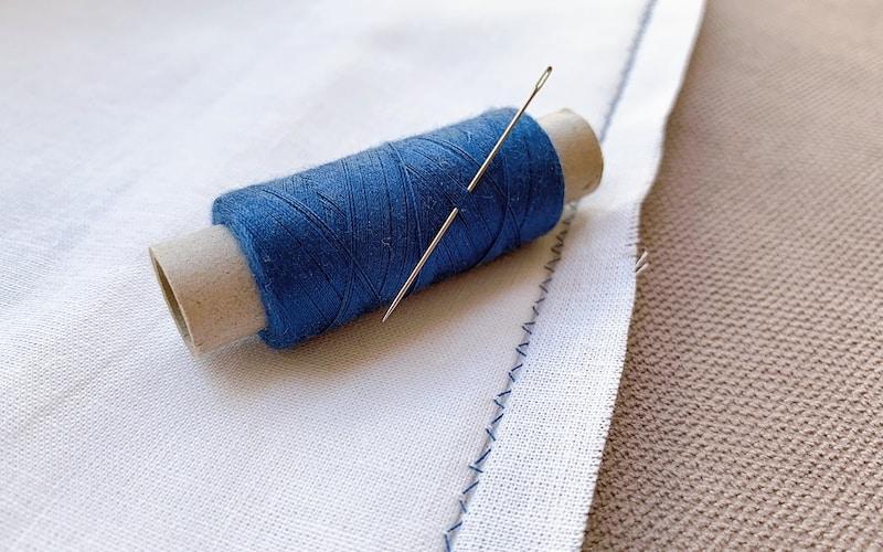 blind hem stitch by hand on a white fabric